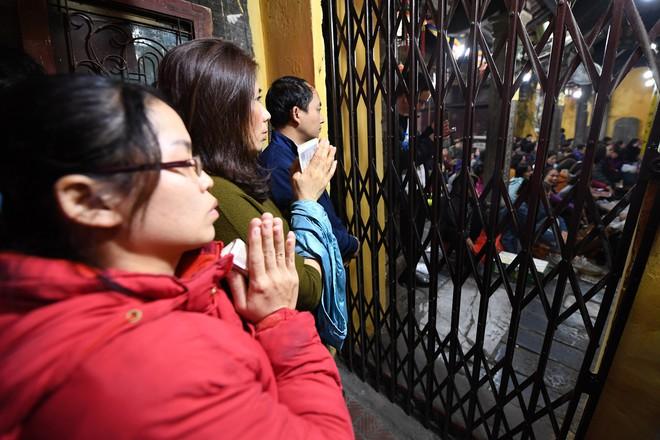 Hàng nghìn người chen chân dâng sớ cúng giải hạn sao La Hầu tại chùa Phúc Khánh - ảnh 6