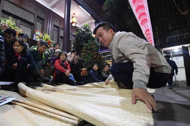 Hàng nghìn người chen chân dâng sớ cúng giải hạn sao La Hầu tại chùa Phúc Khánh - ảnh 5