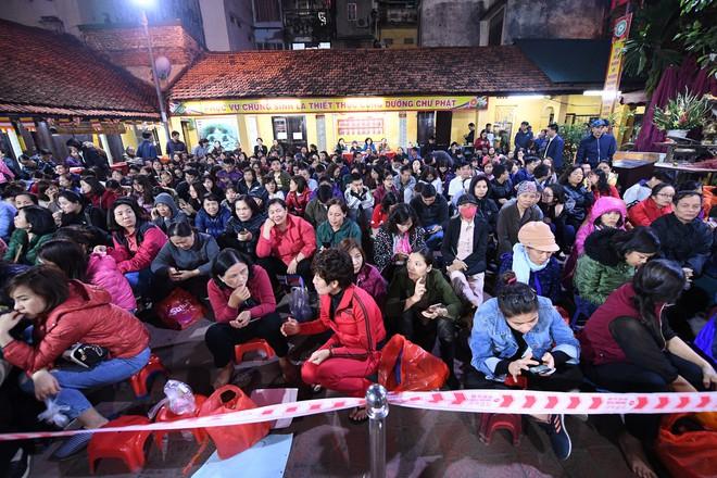 Hàng nghìn người chen chân dâng sớ cúng giải hạn sao La Hầu tại chùa Phúc Khánh - ảnh 7