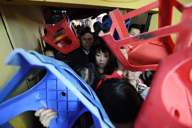 Hàng nghìn người chen chân dâng sớ cúng giải hạn sao La Hầu tại chùa Phúc Khánh - ảnh 8