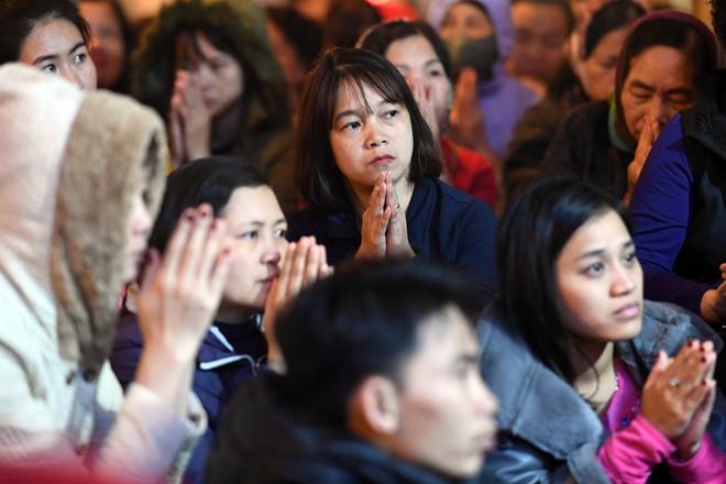 Hàng nghìn người chen chân dâng sớ cúng giải hạn sao La Hầu tại chùa Phúc Khánh - ảnh 10
