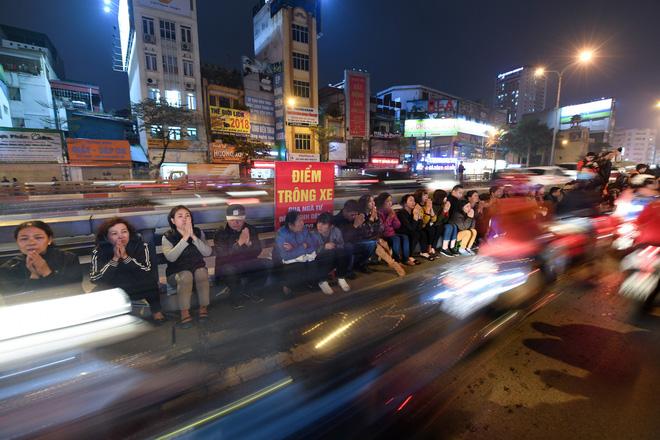 Hàng nghìn người chen chân dâng sớ cúng giải hạn sao La Hầu tại chùa Phúc Khánh - ảnh 15