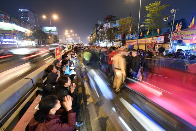 Hàng nghìn người chen chân dâng sớ cúng giải hạn sao La Hầu tại chùa Phúc Khánh - ảnh 16