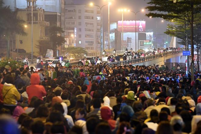 Hàng nghìn người chen chân dâng sớ cúng giải hạn sao La Hầu tại chùa Phúc Khánh - ảnh 12
