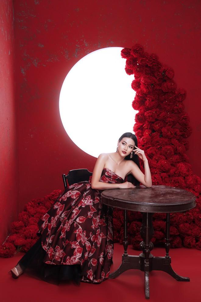 Hoa hậu Trái đất Phương Khánh khoe vai trần quyến rũ - ảnh 2