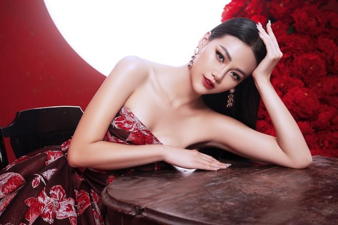 Hoa hậu Trái đất Phương Khánh khoe vai trần quyến rũ - ảnh 3