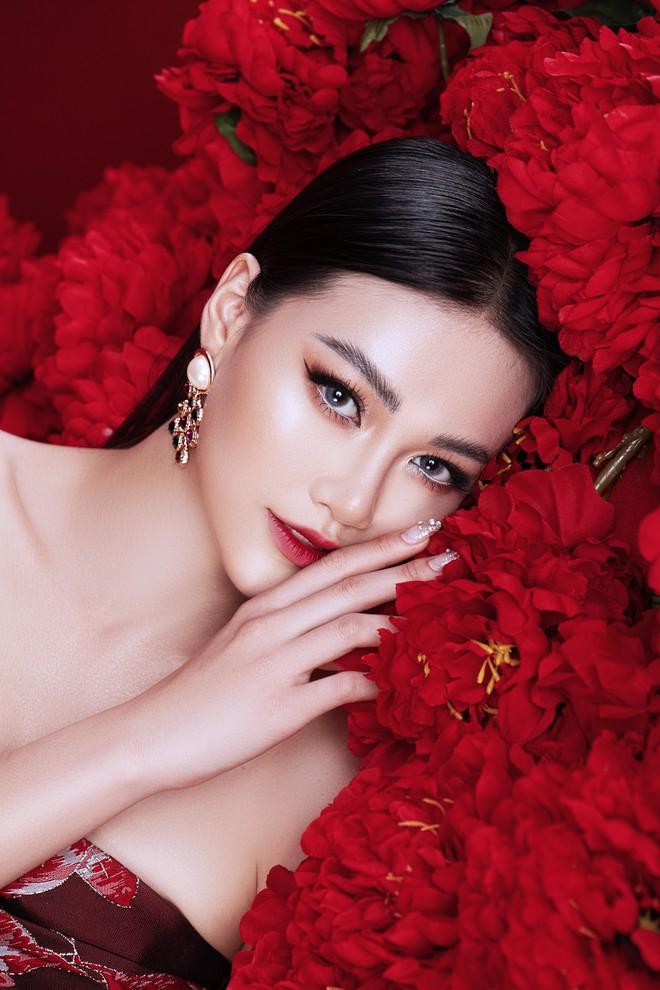 Hoa hậu Trái đất Phương Khánh khoe vai trần quyến rũ - ảnh 4