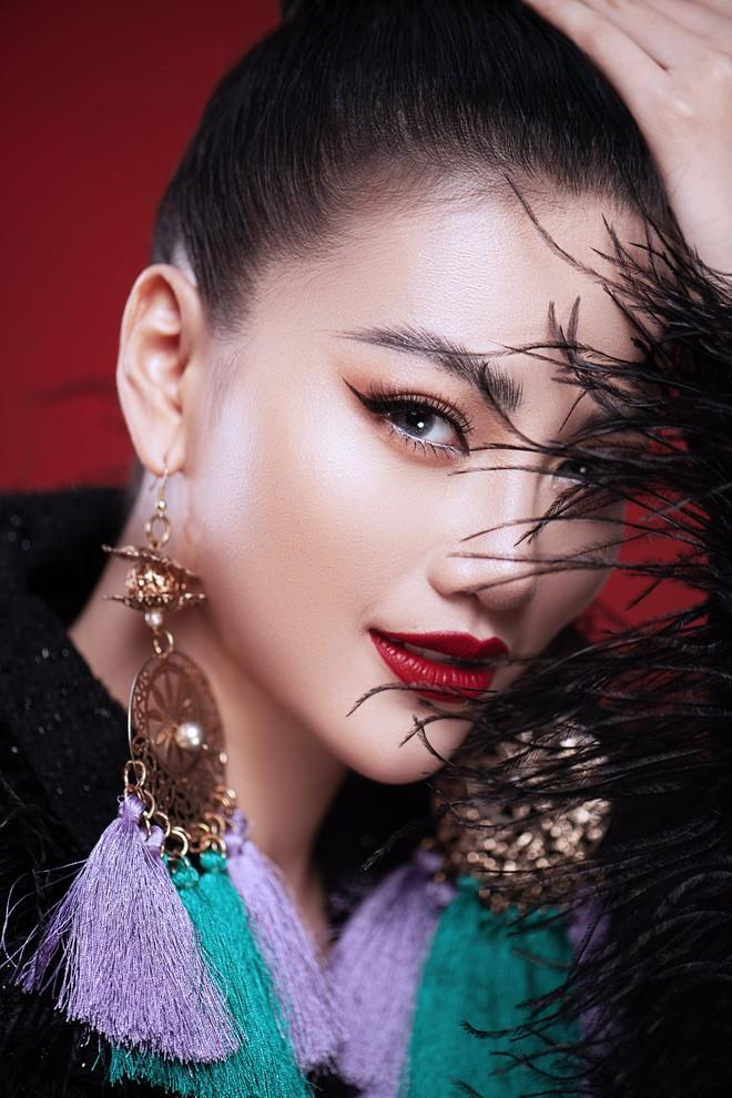 Hoa hậu Trái đất Phương Khánh khoe vai trần quyến rũ - ảnh 11