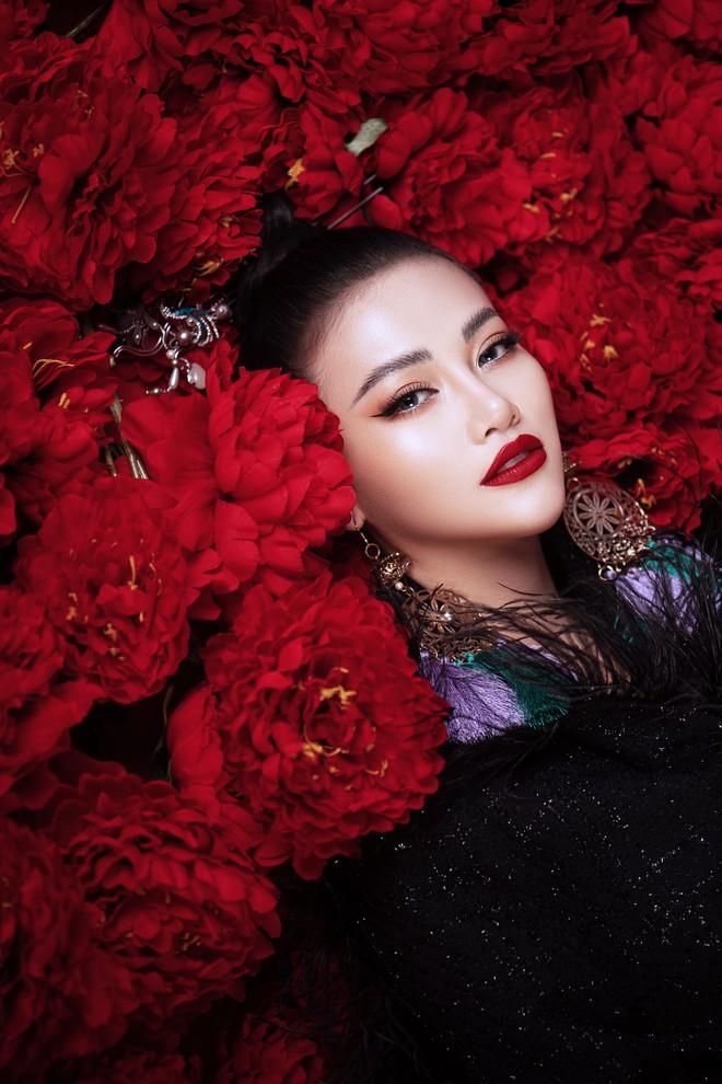 Hoa hậu Trái đất Phương Khánh khoe vai trần quyến rũ - ảnh 10