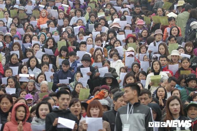 Ảnh: 15.000 người tham gia thả 10 tấn cá xuống sông Hồng trong lễ phóng sinh lớn nhất Hà Nội - Ảnh 8.