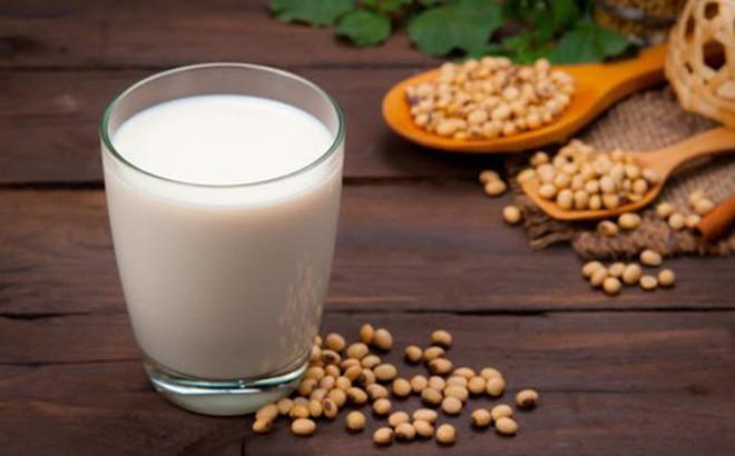 Tin đồn về ung thư: Bệnh nhân ung thư vú có được uống sữa đậu nành không? - ảnh 1