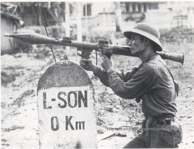 Chuyện ít biết: Không vận vũ khí cho các đơn vị sau lưng địch - Tất cả để đánh thắng quân TQ xâm lược - Ảnh 1.