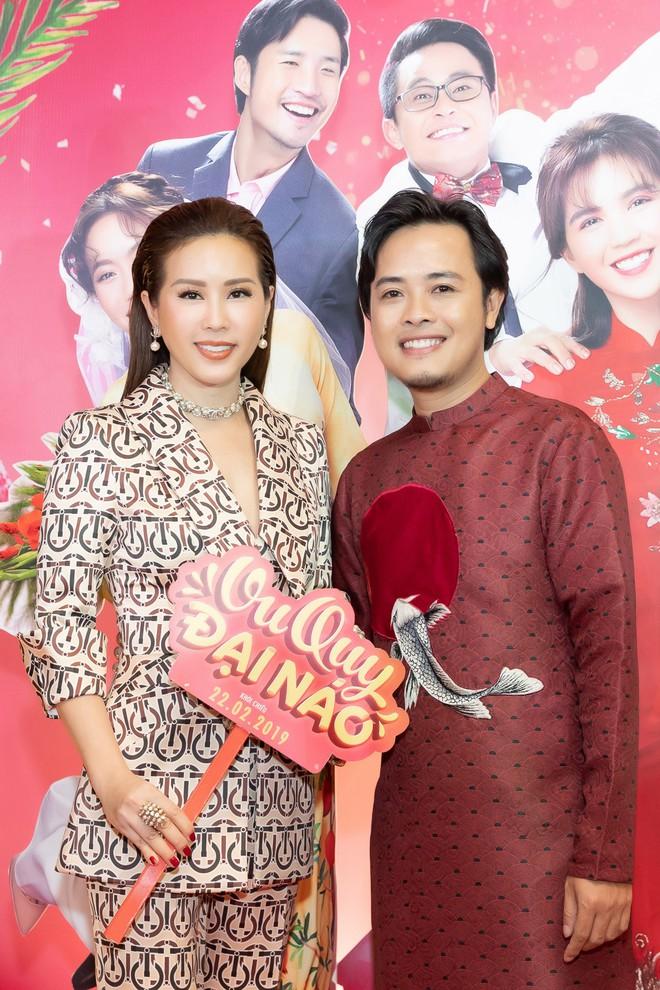 Hoa hậu Thu Hoài diện mốt xẻ sâu quyến rũ - Ảnh 1.