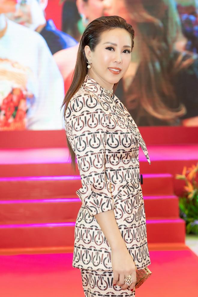 Hoa hậu Thu Hoài diện mốt xẻ sâu quyến rũ - Ảnh 5.