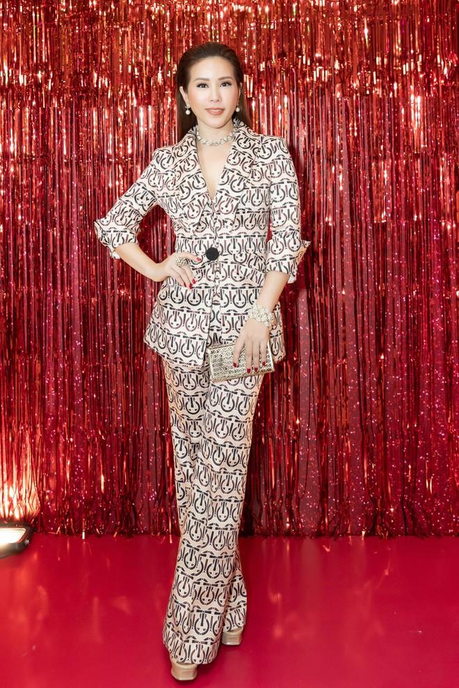 Hoa hậu Thu Hoài diện mốt xẻ sâu quyến rũ - Ảnh 4.