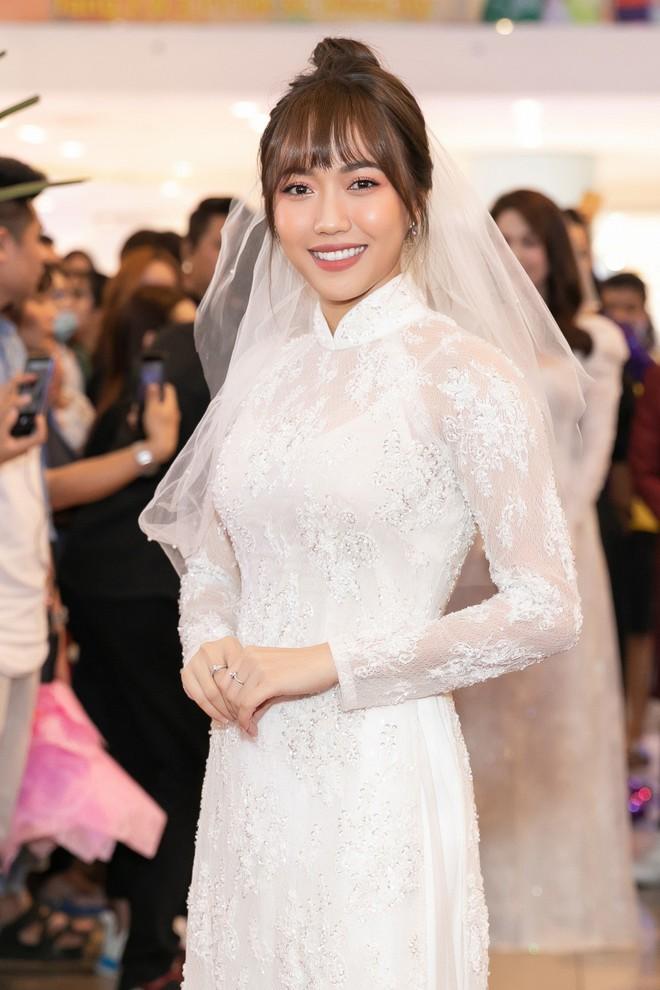 Hoa hậu Thu Hoài diện mốt xẻ sâu quyến rũ - Ảnh 10.