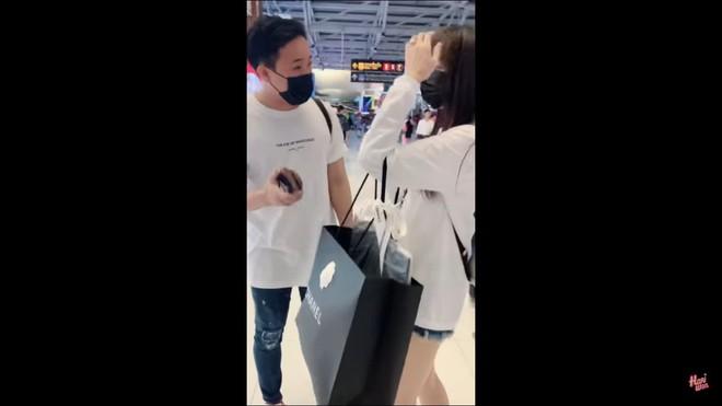 Trấn Thành chơi sốc, dằn mặt nhân viên bán hàng vì dám khinh Hari Won không thèm tiếp  - Ảnh 5.