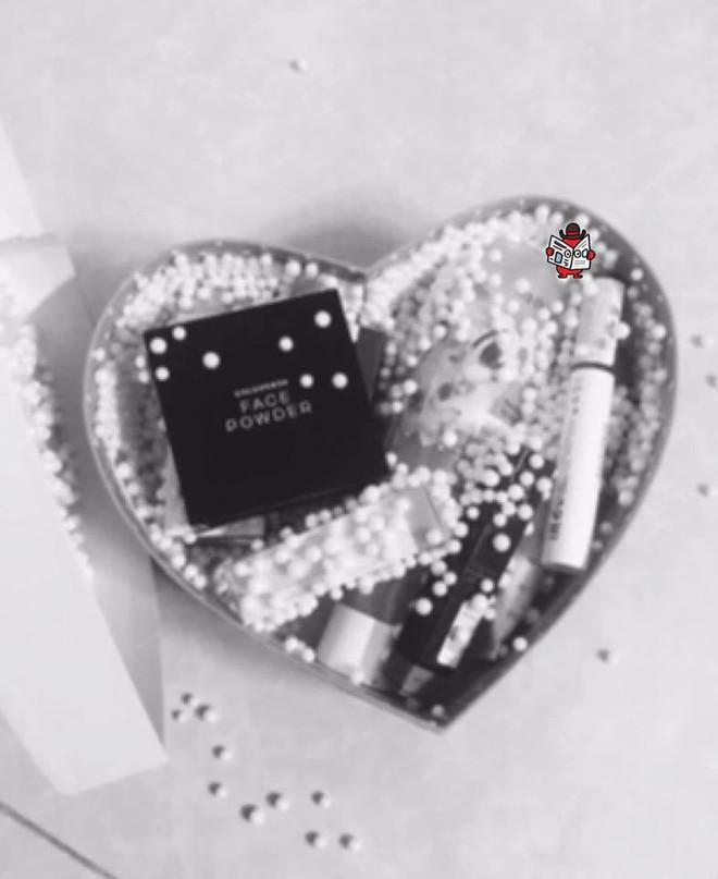 Ngày Valentine, bạn gái nhận quà của người khác rồi nói 1 câu khiến chàng trai nín lặng - Ảnh 1.