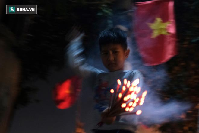 Tục lấy lửa độc đáo mang may mắn từ đình làng về tới nhà ở Hà Nội - Ảnh 14.