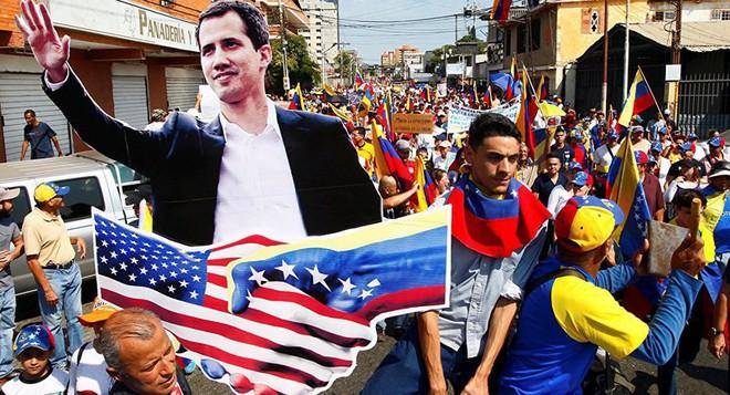 Phe đối lập âm mưu lật đổ Tổng thống Maduro trong vòng 24 giờ - Ảnh 1.