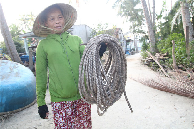 Mưu sinh trên những ngọn dừa ở đảo dừa Tam Hải - Ảnh 4.