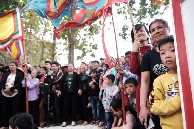 Cấm Cướp Phết Hiền Quan, nhiều hanh niên tập trung ở miếu thờ làm loạn - Ảnh 7.