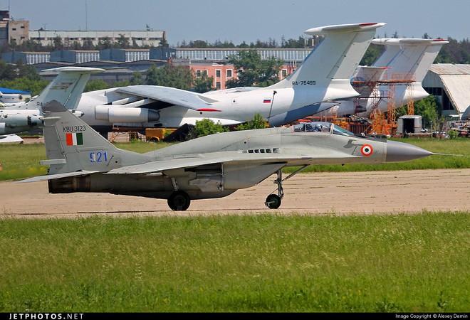 Khẩn cấp mua MiG-29: Ấn Độ sẽ tiếp nhận đống sắt tuổi đời 25 năm - Vì sao phải khổ thế? - Ảnh 4.