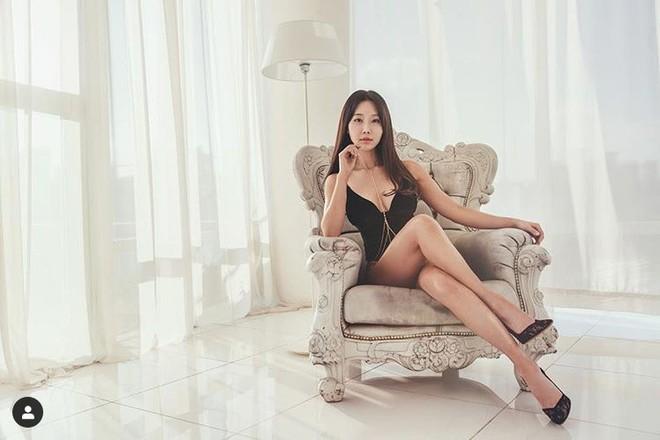 Nữ nha sĩ 51 tuổi vẫn đẹp, nóng bỏng hơn cả thiếu nữ gây sốt trên truyền hình - Ảnh 5.