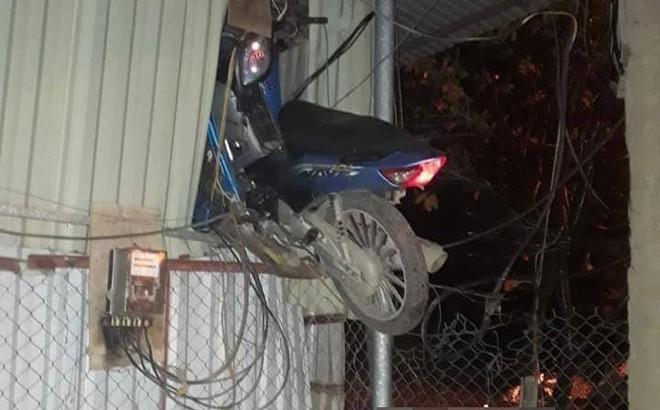 """Vụ tai nạn gây hoang mang nhất ngày: Điểm """"hạ cánh"""" của chiếc xe máy gây chú ý nhất"""