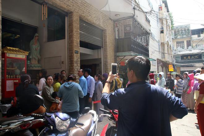 Rằm tháng Giêng, dân Sài Gòn đội nắng xin quẻ ở máy nhả xăm tự động trong chùa - Ảnh 21.