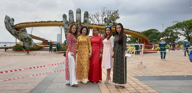 Cầu Vàng đọ dáng cầu Rồng ở đường hoa bên bờ sông Hàn  - Ảnh 11.