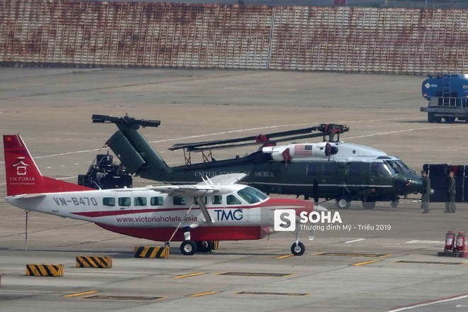 [NÓNG] Ngựa thồ C-17 Mỹ đáp xuống sân bay Nội Bài, thả siêu trực thăng Marine One của TT Trump - Ảnh 9.