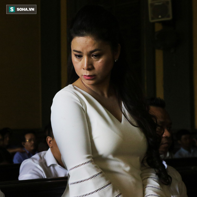 Bà Lê Hoàng Diệp Thảo nghẹn ngào bật khóc khi nói về chồng con - Ảnh 3.