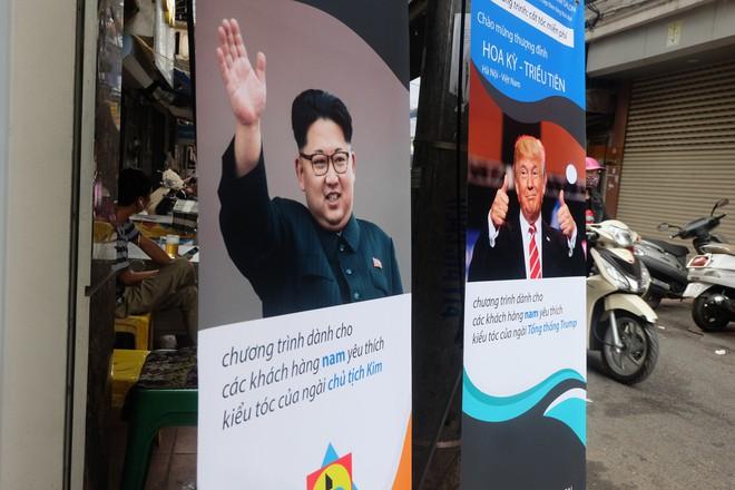 Người Hà Nội xếp hàng để cắt kiểu tóc của ông Donald Trump và ông Kim Jong Un - Ảnh 1.