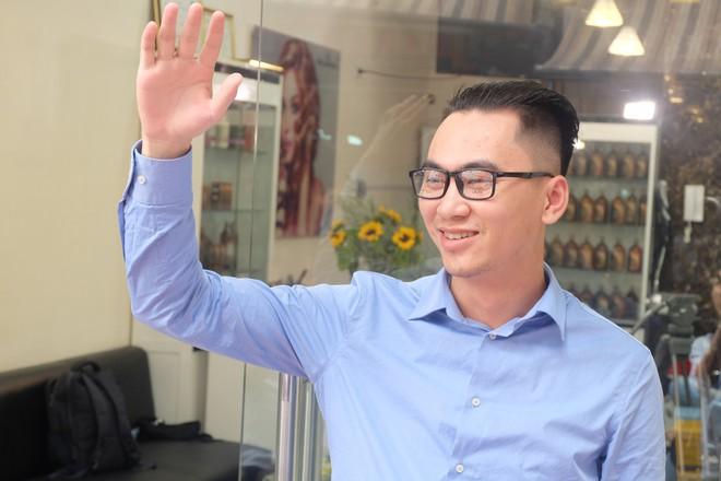 Người Hà Nội xếp hàng để cắt kiểu tóc của ông Donald Trump và ông Kim Jong Un - Ảnh 5.