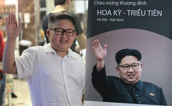 Nổi tiếng sau một đêm vì quá giống ông Kim Jong Un, cậu bé Việt lên báo ngoại, được mời chụp ảnh quảng cáo