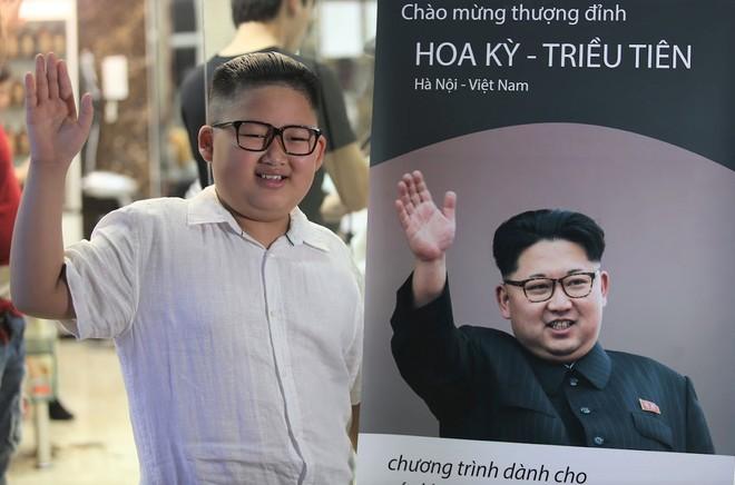 Nổi tiếng sau một đêm vì quá giống ông Kim Jong Un, cậu bé Việt lên báo ngoại, được mời chụp ảnh quảng cáo - Ảnh 1.