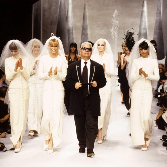 Dám chê bai phu nhân tổng thống Obama, đả kích siêu mẫu nóng bỏng, Karl Lagerfeld đáng sợ cỡ nào? - Ảnh 1.