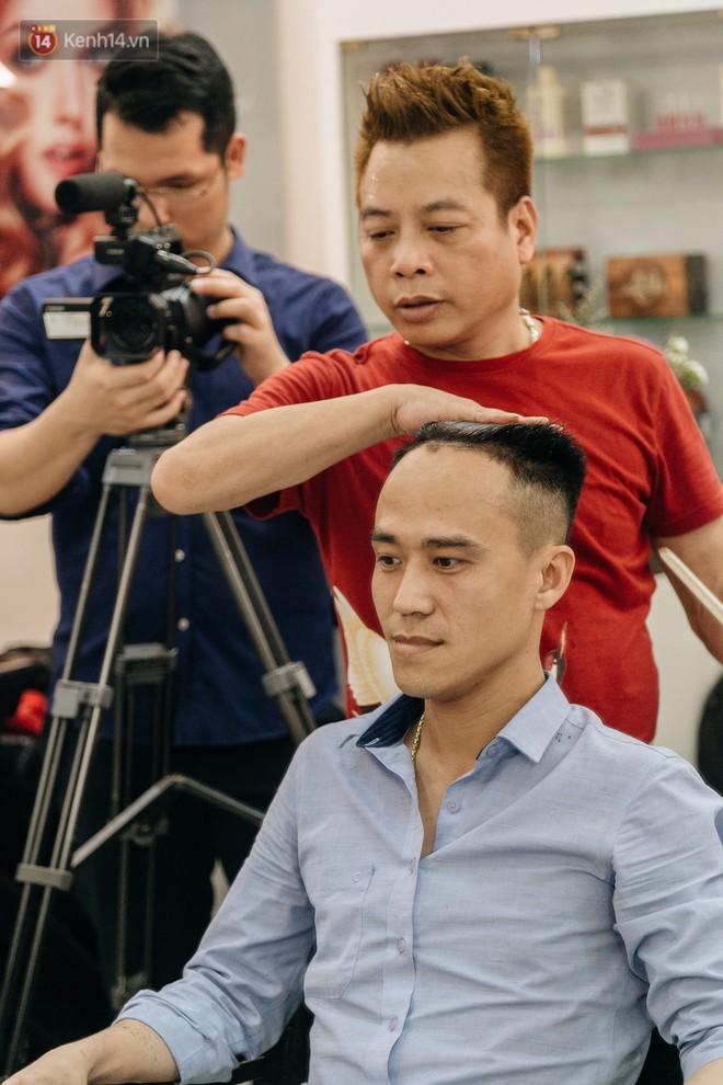 Người Hà Nội rủ nhau đi cắt miễn phí kiểu tóc giống Tổng thống Donald Trump và nhà lãnh đạo Kim Jong-un - Ảnh 3.