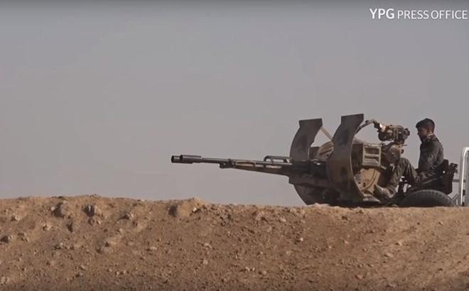 Người Kurd tấn công địa bàn cuối cùng của IS, khủng bố trốn sang Iraq
