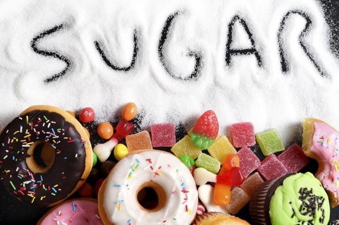 Ăn nhiều đường khiến bạn béo, già, xấu: Hãy thử cách này trong 1 tháng để cai nghiện đường - Ảnh 1.