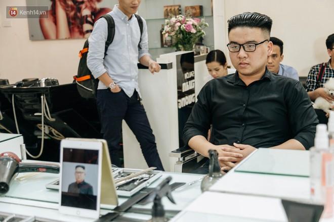Người Hà Nội rủ nhau đi cắt miễn phí kiểu tóc giống Tổng thống Donald Trump và nhà lãnh đạo Kim Jong-un - Ảnh 13.