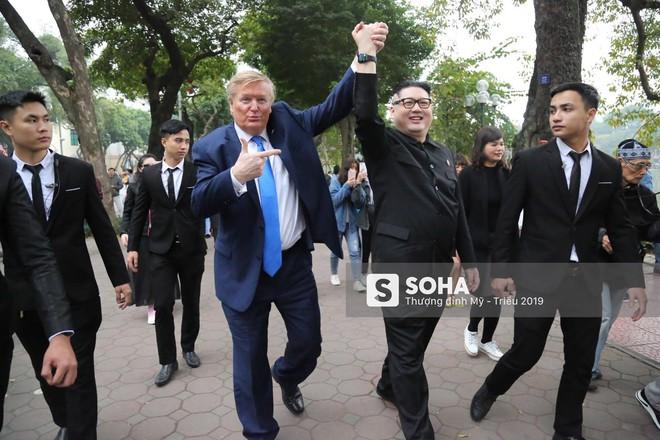 Cặp đôi Kim, Trump giả diễn sâu ở Hà Nội: Những khoảnh khắc bản sao trông oách không kém bản thật - Ảnh 6.