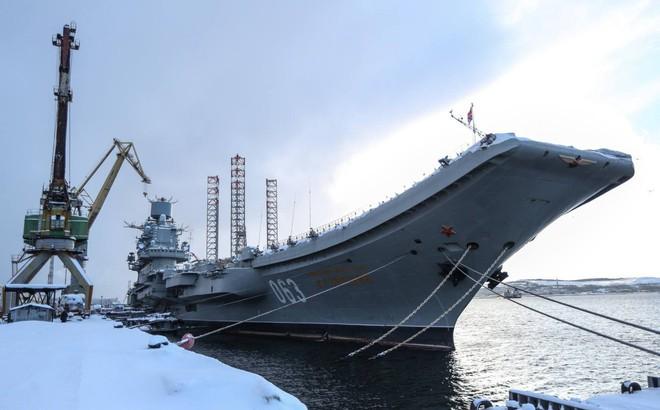 Tàu sân bay Đô đốc Kuznetsov thoát cảnh loại biên sớm sau tai nạn chìm ụ nổi