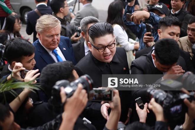 Kim - Trump giả và dàn vệ sĩ áo đen bị tống tiễn ra khỏi khách sạn vì không đặt phòng - Ảnh 4.