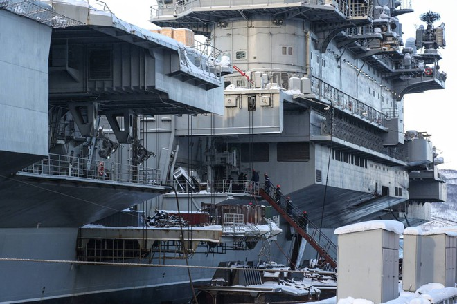 Tàu sân bay Đô đốc Kuznetsov thoát cảnh loại biên sớm sau tai nạn chìm ụ nổi - Ảnh 2.