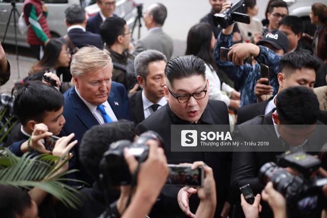 Kim - Trump giả và dàn vệ sĩ áo đen bị tống tiễn ra khỏi khách sạn vì không đặt phòng - Ảnh 5.