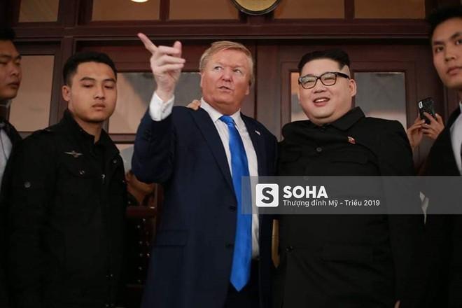 Cặp đôi Kim, Trump giả diễn sâu ở Hà Nội: Những khoảnh khắc bản sao trông oách không kém bản thật - Ảnh 2.