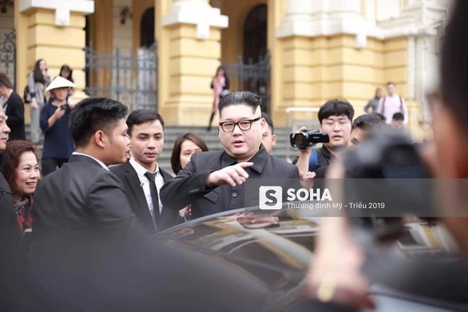 Kim - Trump giả và dàn vệ sĩ áo đen bị tống tiễn ra khỏi khách sạn vì không đặt phòng - Ảnh 21.