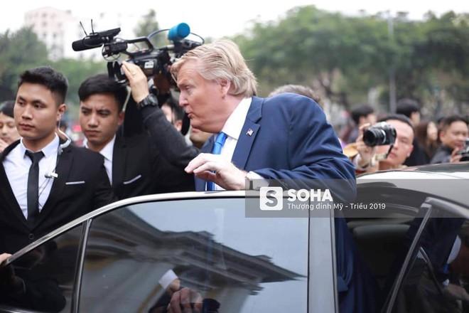 Cặp đôi Kim, Trump giả diễn sâu ở Hà Nội: Những khoảnh khắc bản sao trông oách không kém bản thật - Ảnh 3.